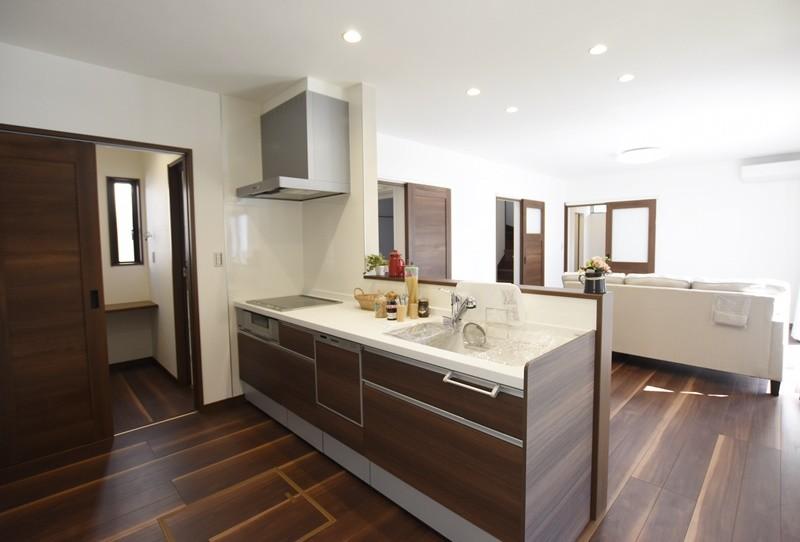 熊本市南区八分字町 新築一戸建て 2号地モデルハウス・会話の弾む対面式キッチン