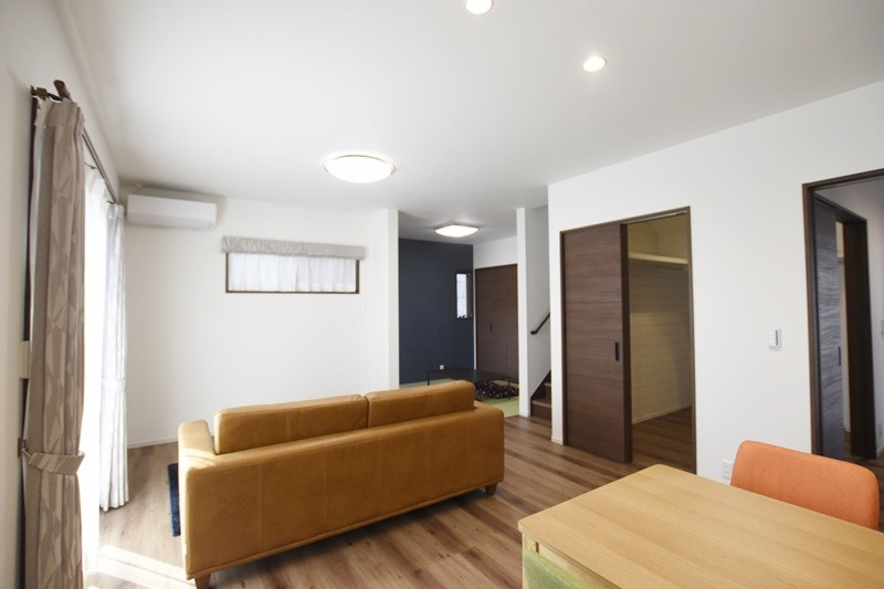 熊本市北区龍田8丁目 新築一戸建て 2号地モデルハウス・リビングにはファミリークローゼットを完備