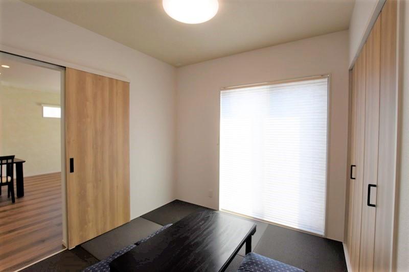 熊本市北区龍田8丁目 新築一戸建て 8号地モデルハウス・リビングと続き間の和室