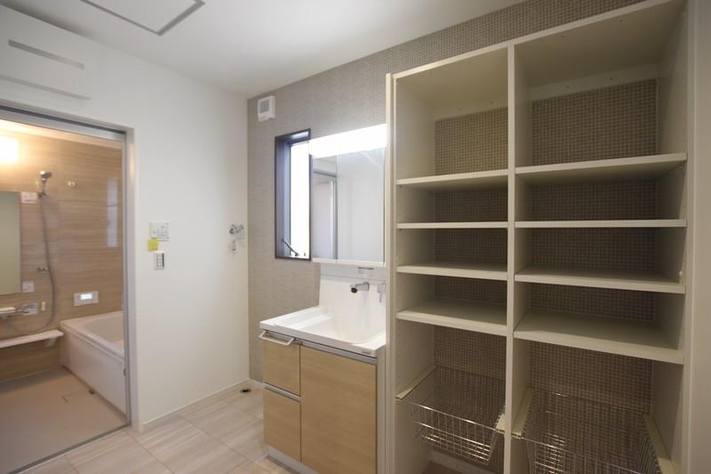 熊本市北区龍田8丁目 新築一戸建て 2号地モデルハウス・可動棚付きの洗面脱衣室