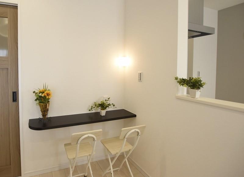 熊本市西区小島5丁目 新築一戸建て 11号地モデルハウス・キッチン前にカウンター付き