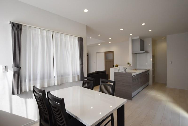 熊本市西区小島5丁目 新築一戸建て 11号地モデルハウス・ダイニングとキッチン