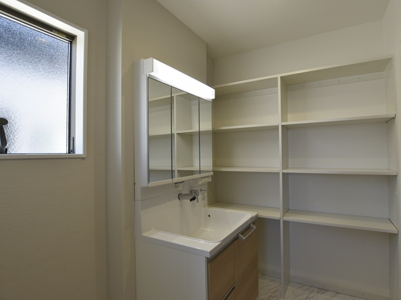 熊本市西区小島5丁目 新築一戸建て 13号地モデルハウス・可動棚付きの洗面脱衣室