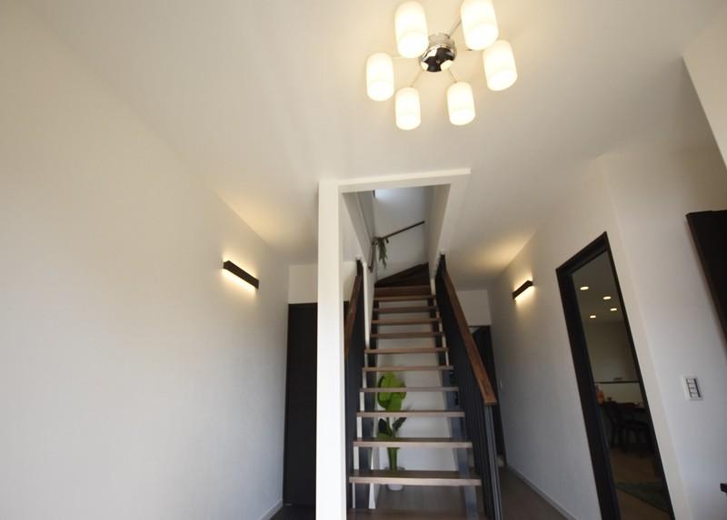 熊本市東区佐土原1丁目 新築一戸建て 2号地モデルハウス・ストリップ階段