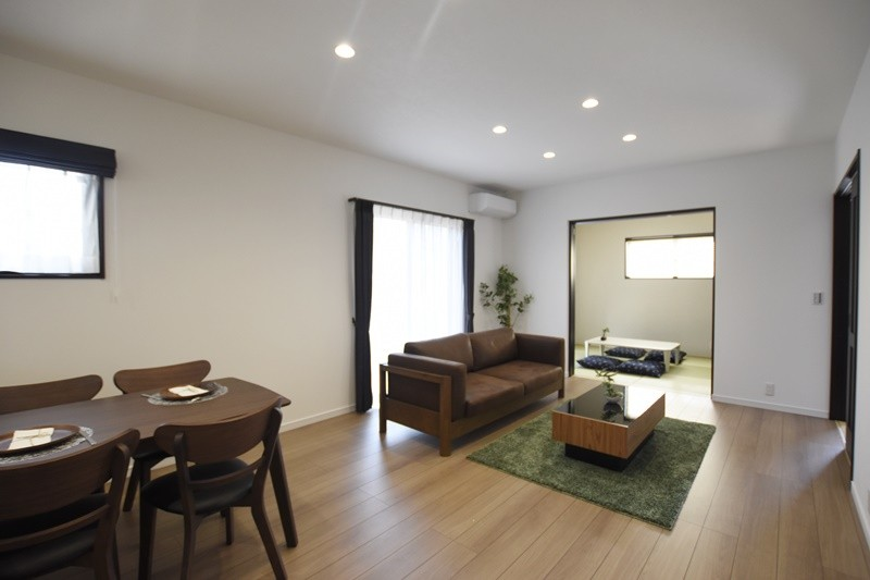 熊本市東区佐土原1丁目 新築一戸建て 2号地モデルハウス・リビングと続き間の和室