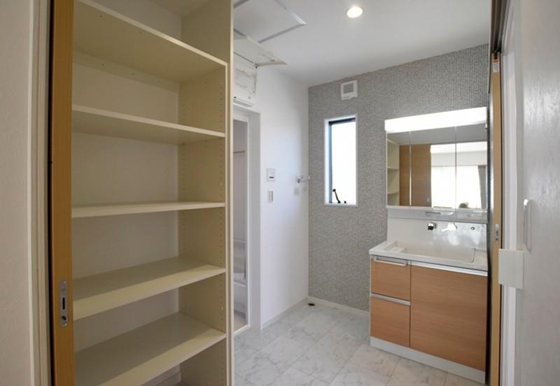熊本市東区若葉5丁目 新築一戸建て 2号地モデルハウス・可動棚付きの洗面脱衣室
