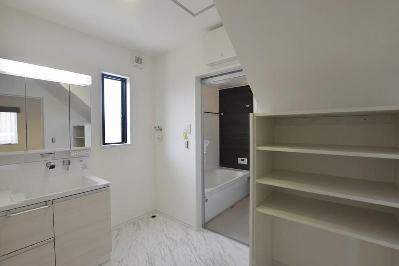 熊本市北区龍田5丁目 新築一戸建て 6号地モデルハウス・可動棚付きの洗面脱衣室