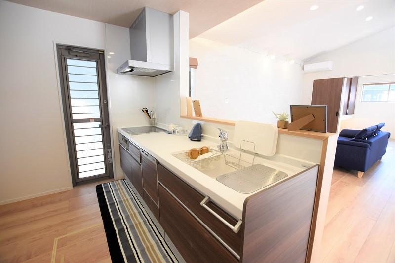 熊本市北区鶴羽田4丁目 新築一戸建て 2号地モデルハウス・会話の弾む対面式キッチン