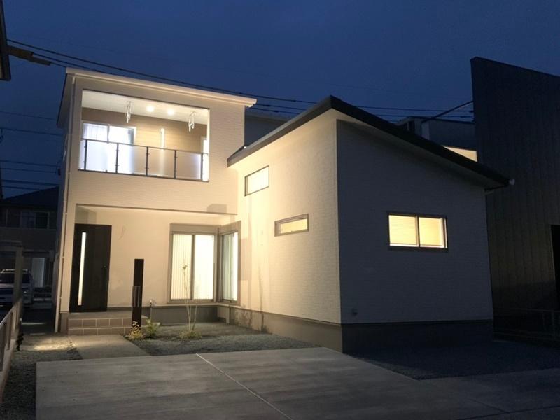 熊本市北区鶴羽田4丁目 新築一戸建て 2号地モデルハウス夜の外観