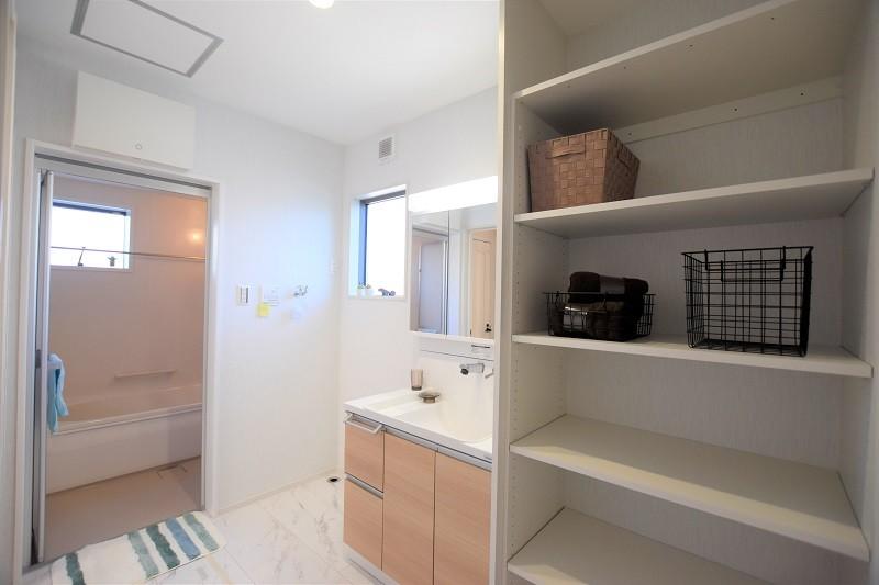熊本市北区鶴羽田4丁目 新築一戸建て 2号地モデルハウス・可動棚付きの洗面脱衣室
