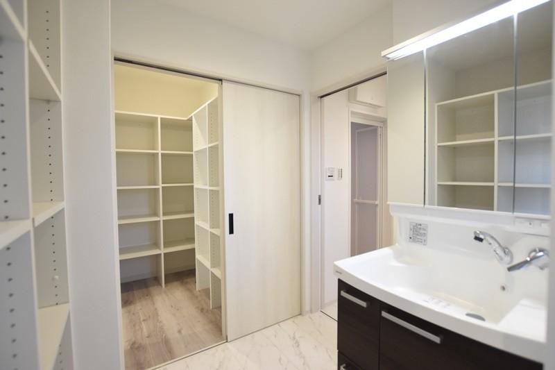 熊本市北区麻生田5丁目 新築一戸建て 3号地モデルハウス・洗面室とパントリー
