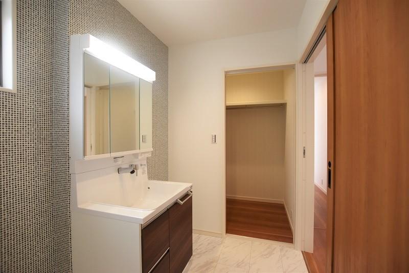 熊本市西区小島5丁目 新築一戸建て 2号地・洗面脱衣室横にはウォークインクローゼット付き