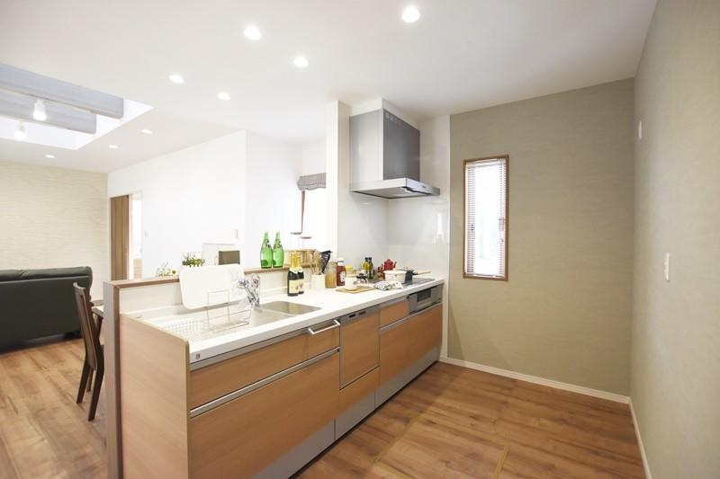 熊本市東区小山5丁目 新築一戸建て 4号地モデルハウス・会話の弾む対面式キッチン