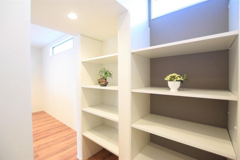 熊本市東区戸島3丁目 新築一戸建て 2号地モデルハウス・キッチン横のパントリー