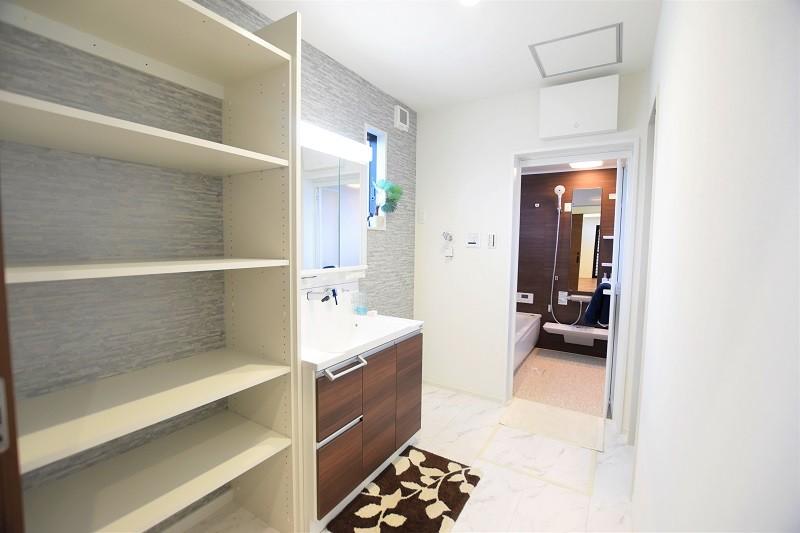 熊本市東区戸島3丁目 新築一戸建て 2号地モデルハウス・可動棚付きの洗面脱衣室