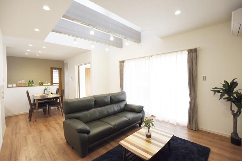 熊本市東区小山5丁目 新築一戸建て 4号地モデルハウス・開放的な吹き抜けのあるLDK