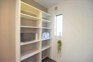 熊本市南区富合町志々水 新築一戸建て 6号地モデルハウス・洗面脱衣室には可動棚付き!