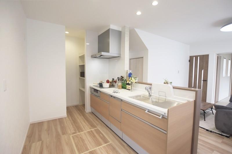 熊本市東区長嶺東5丁目 新築一戸建て 3号地モデルハウス・会話の弾む対面式キッチン