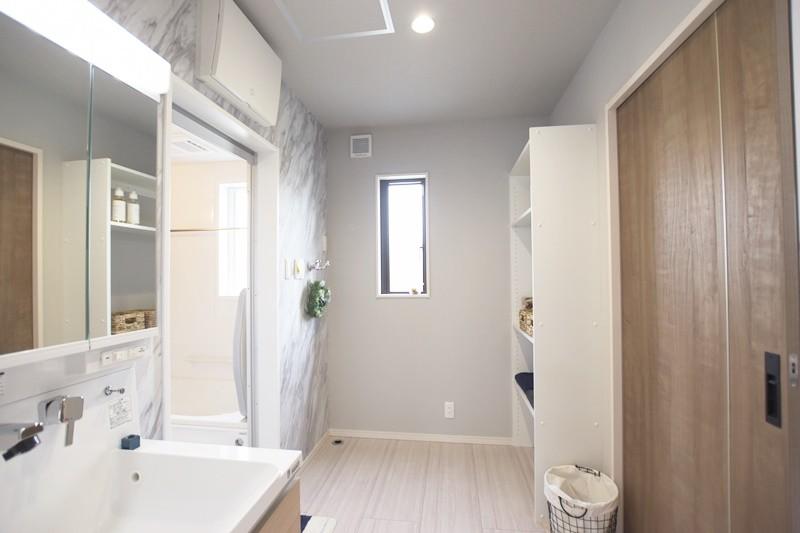 熊本市東区長嶺東5丁目 新築一戸建て 3号地モデルハウス・可動棚付きの洗面脱衣室