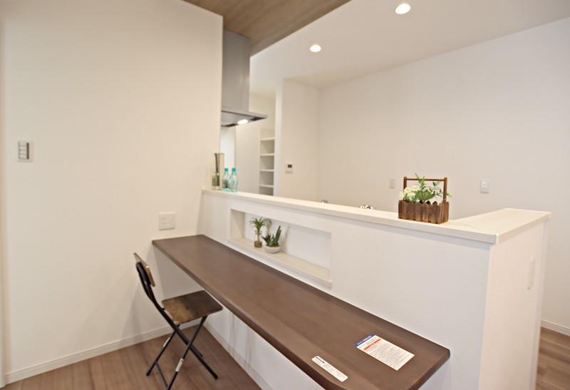 熊本市東区月出4丁目 新築一戸建て 3号地モデルハウス・キッチン前カウンター