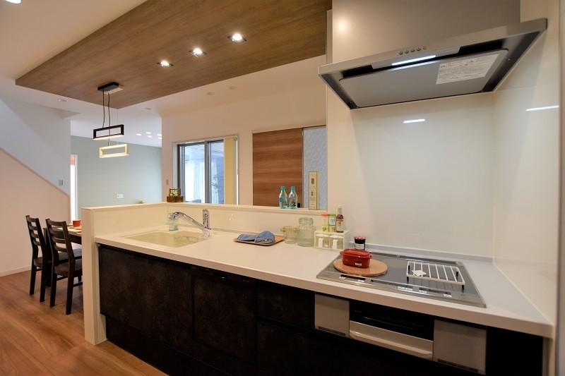 熊本市東区月出4丁目 新築一戸建て 3号地モデルハウス・キッチン
