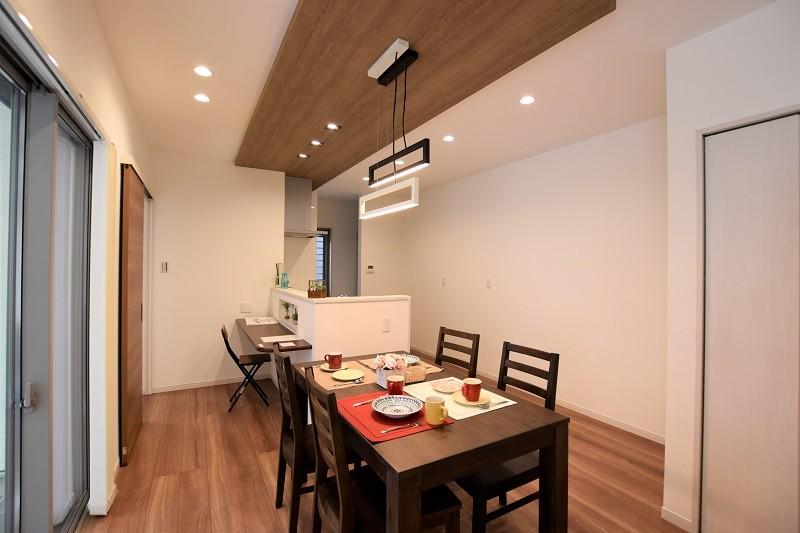 熊本市東区月出4丁目 新築一戸建て 3号地モデルハウス・ダイニングキッチン