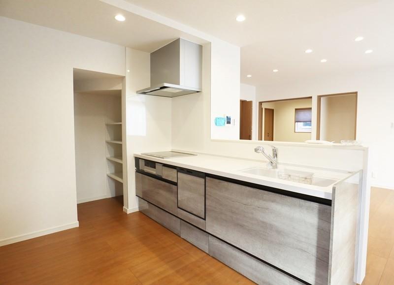 熊本市北区龍田7丁目 新築一戸建て 6号地モデルハウス キッチン・パントリー