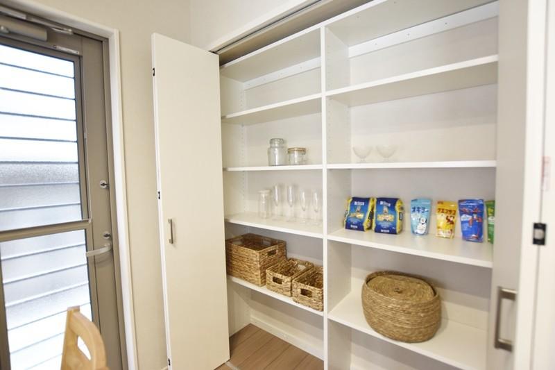 熊本市北区龍田7丁目 新築一戸建て 3号地モデルハウス キッチン横収納