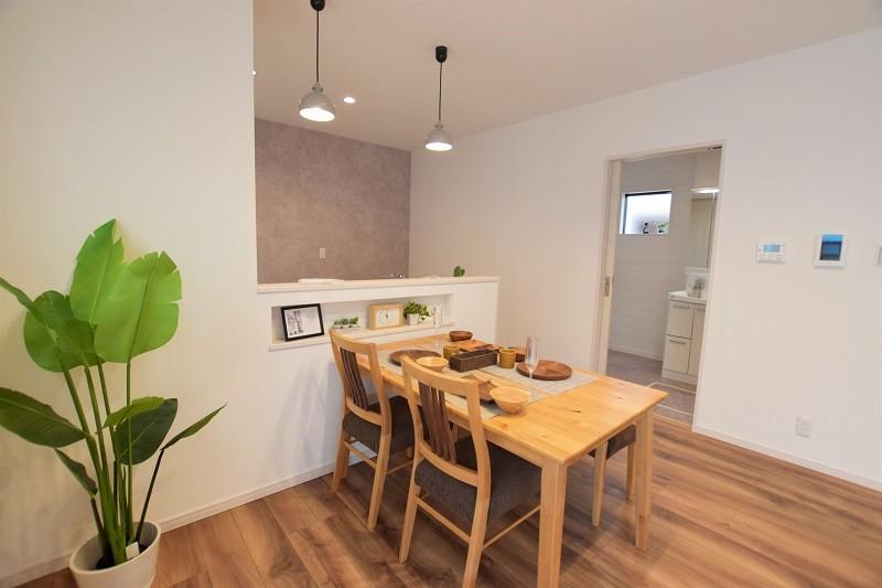 熊本市南区合志2丁目 新築一戸建て トレステージ力合小学校南5号地モデルハウス ダイニングキッチン