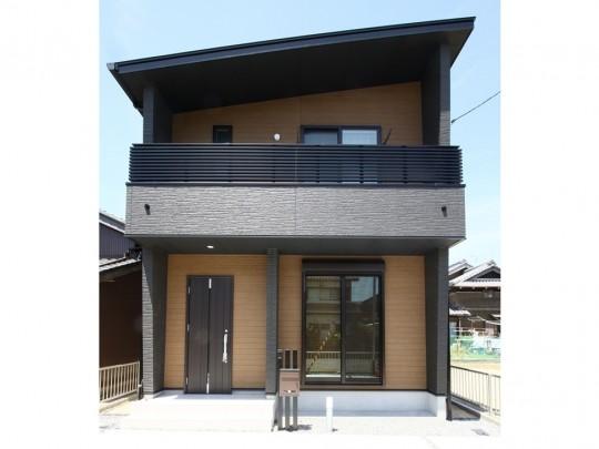 3号地外観:片流れの屋根が特徴的な、重厚感のある外観。