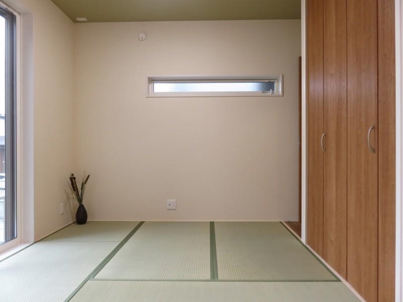 5号地和室:リビングからも廊下からも出入り可能なので、とっても便利です。