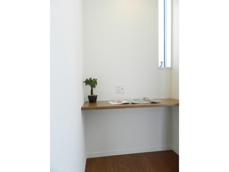 6号地主寝室:書斎スペースを設けました。PCスペースとしてもお使いいただけます。