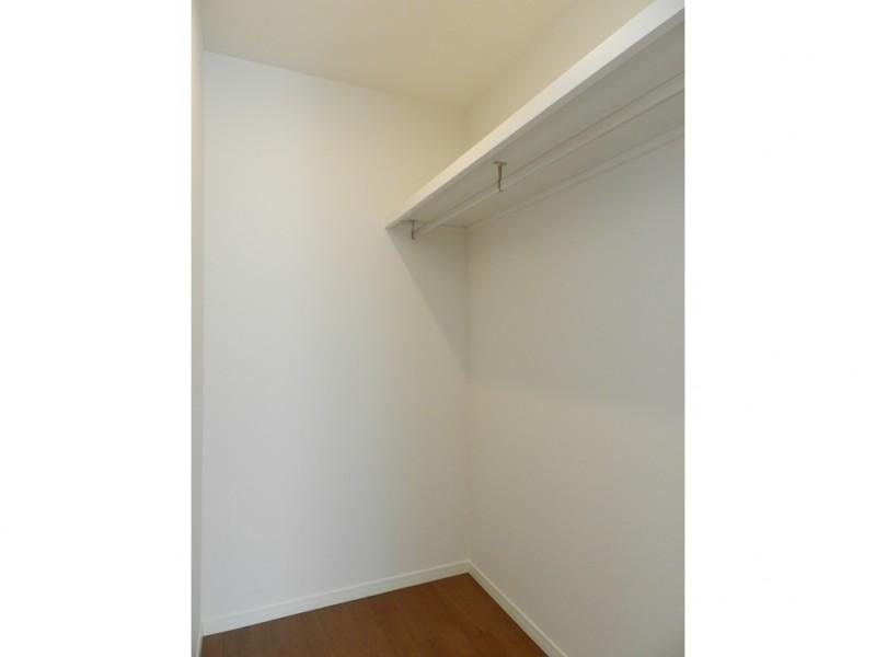 洋室収納:主寝室だけでなく、洋室もウォークインクローゼットになっています。