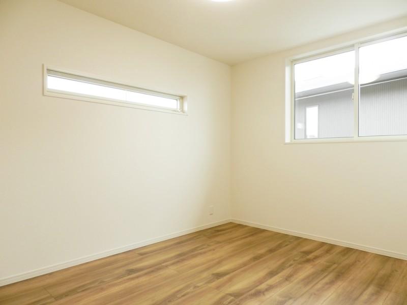 2号地洋室:各洋室のクローゼットも、ウォークインタイプになっています。