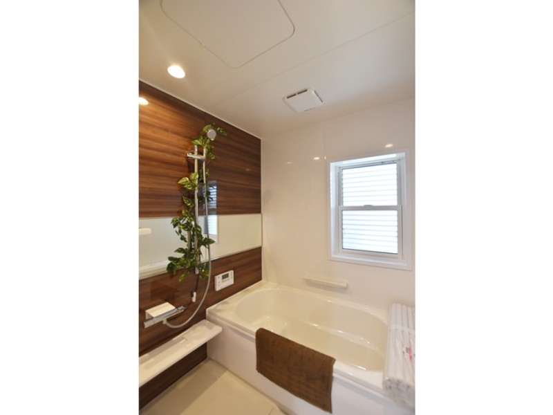 3号地 落ち着いた色合いの浴室