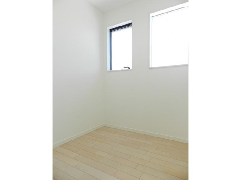 8号地納戸:2階には各居室のクローゼットの他に納戸を設けました。季節物の家具・家電等が収納出来ます。