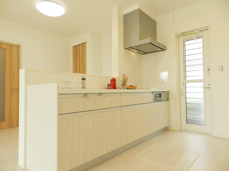 3号地キッチン:IHクッキングヒーターは、火を使わないので、お子様と一緒に料理をしても安心です。