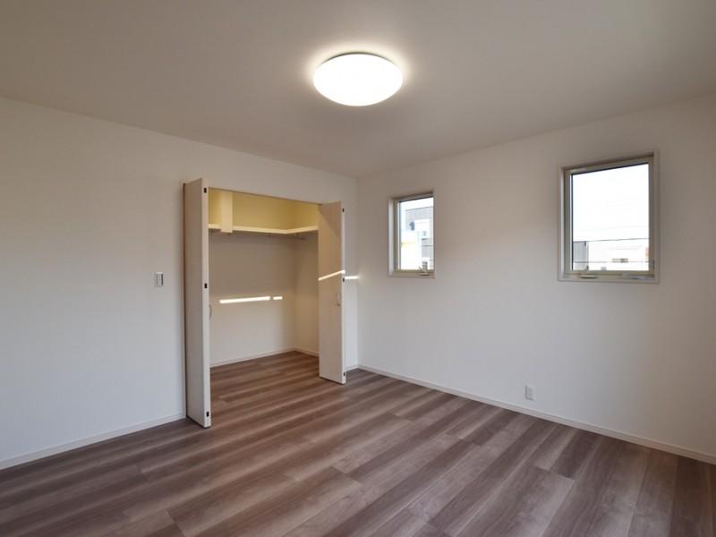 4号地:2階の8帖寝室はウォークインクローゼット付き!