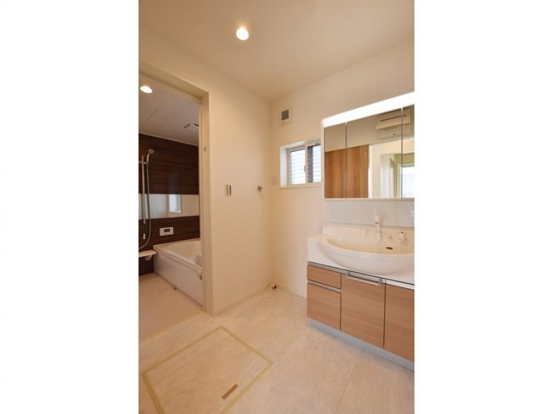 11号地:清潔感溢れる洗面所
