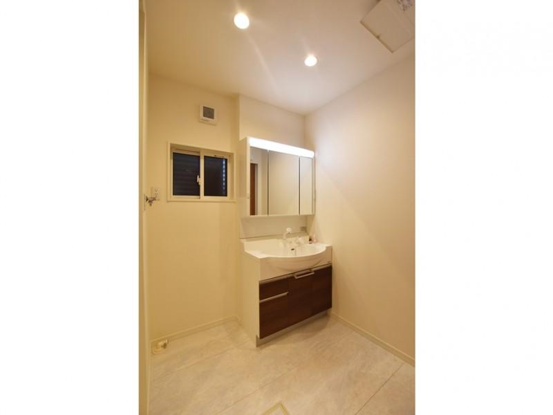10号地:清潔感溢れる洗面所