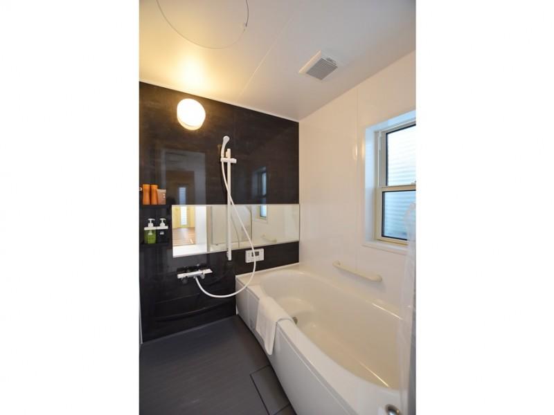4号地:落ち着いた色合いの浴室