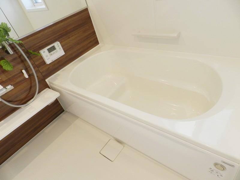 3号地浴室:落ち着いた色合いの浴室は、ご家族の1日の疲れを癒してくれます。