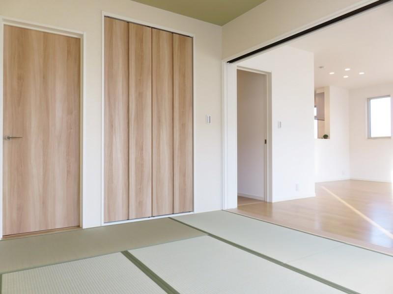 1号地和室:6帖とゆとりのある和室は、廊下からもLDKからも出入り可能なので、とっても便利です。