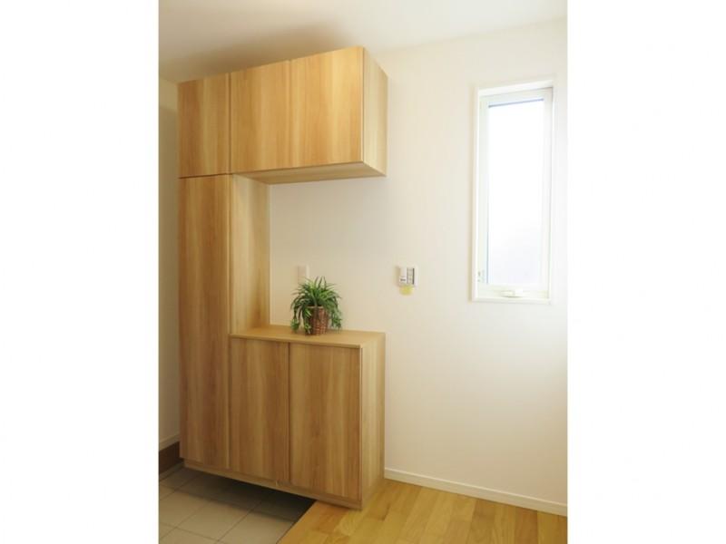 1号地玄関:靴箱が備え付けてあるので、玄関をいつもキレイに保つことが出来ます。
