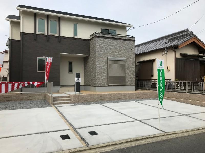 ②号地、こちらが南側です。駐車スペースは3台確保しています。