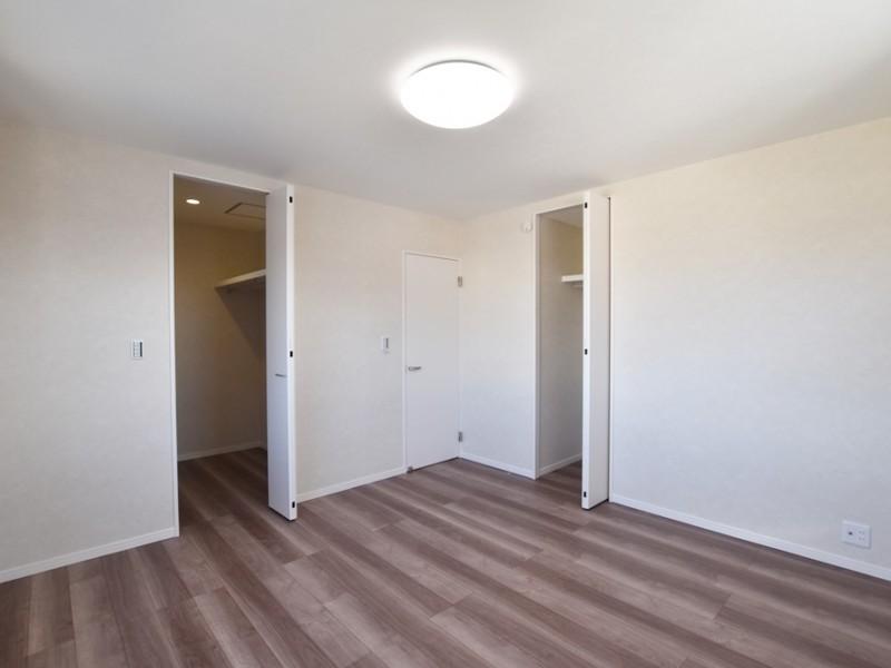 1号地 たくさん収納スペースがある寝室