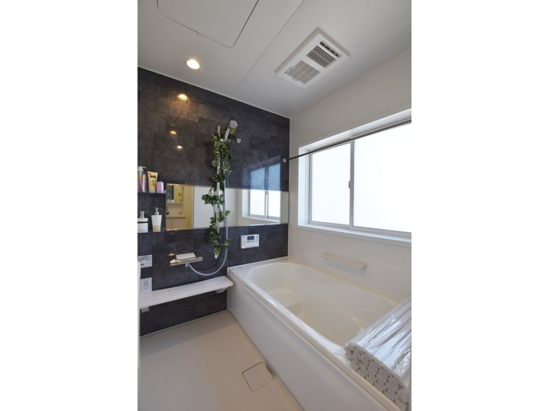 1号地 落ち着いた色合いの浴室