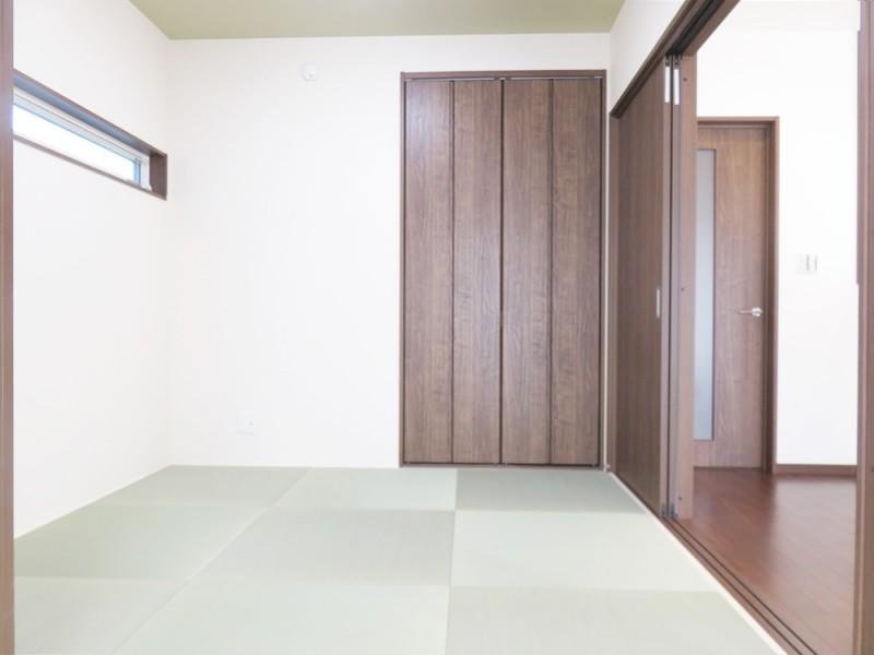 1号地和室:4畳半の和室はLDKと繋がっているので、小さいお子様の遊びスペースとしてもピッタリです。