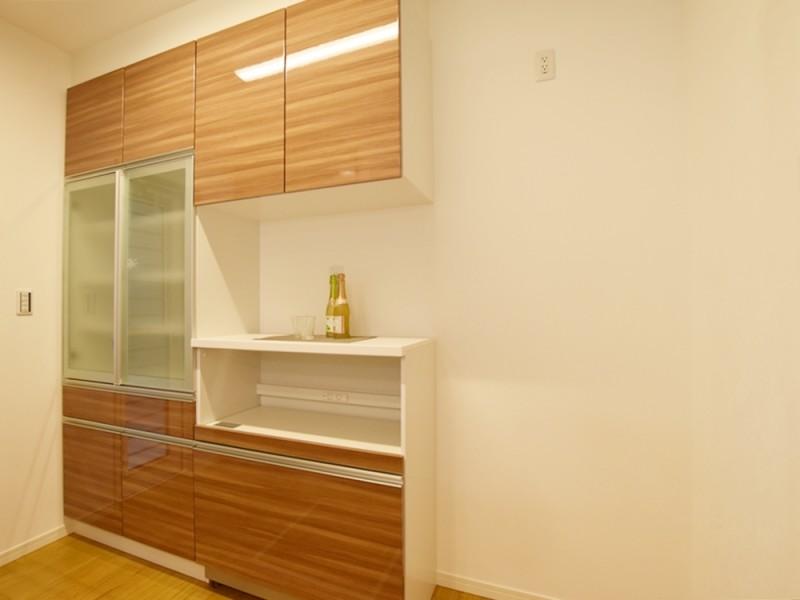 4号地カップボード:ご家族の食器をたっぷり収納することが出来ます。