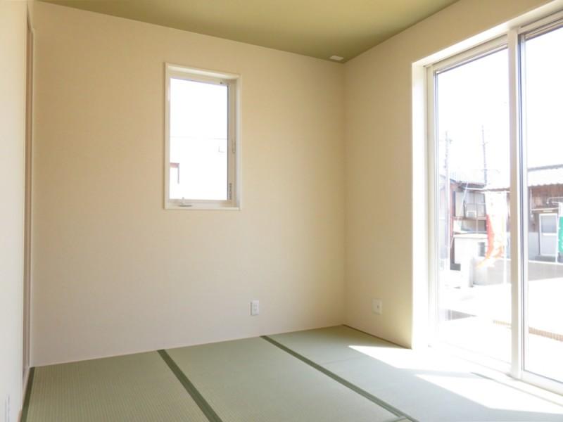 4号地和室:リビングと続き間になっているので、扉を開けると23帖超の広々空間になります。